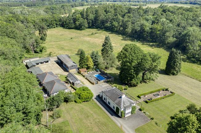 Guide Price £2,750,000, 4 Bedroom Detached House For Sale in Chandlers Cross, WD3