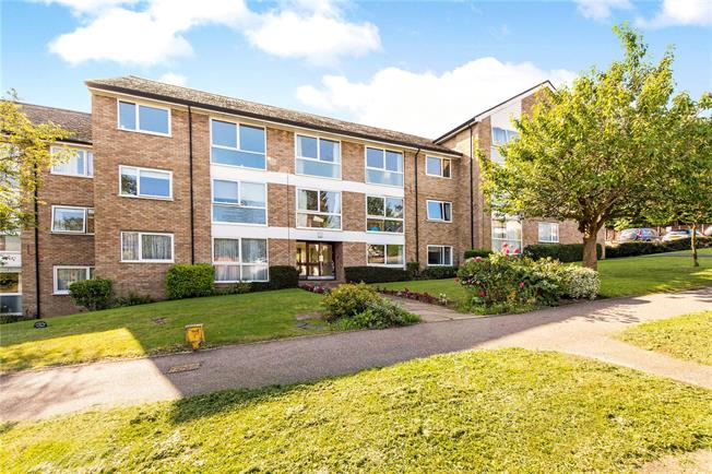 Guide Price £425,000, 2 Bedroom Flat For Sale in Chorleywood, WD3