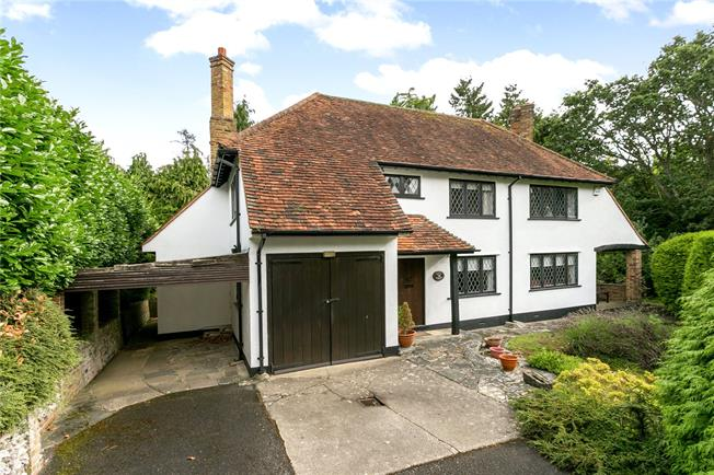 Guide Price £995,000, 3 Bedroom Detached House For Sale in Loudwater, WD3