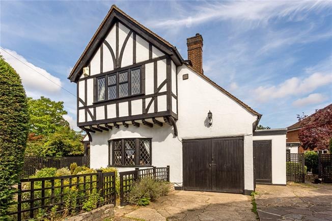 Guide Price £1,195,000, 4 Bedroom Detached House For Sale in Watford, WD17