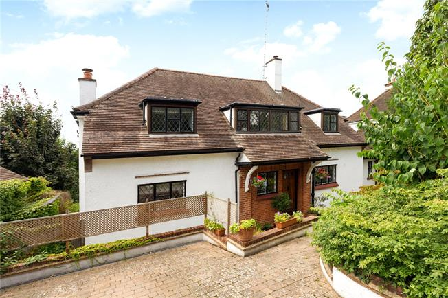 Guide Price £1,150,000, 4 Bedroom Detached House For Sale in Croxley Green, WD3