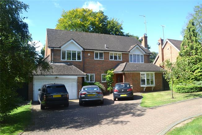 Guide Price £995,000, 4 Bedroom Detached House For Sale in Chorleywood, WD3