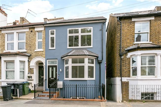 Guide Price £695,000, 6 Bedroom Semi Detached House For Sale in Watford, WD17