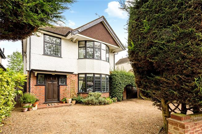 Guide Price £1,100,000, 5 Bedroom Detached House For Sale in Watford, WD18