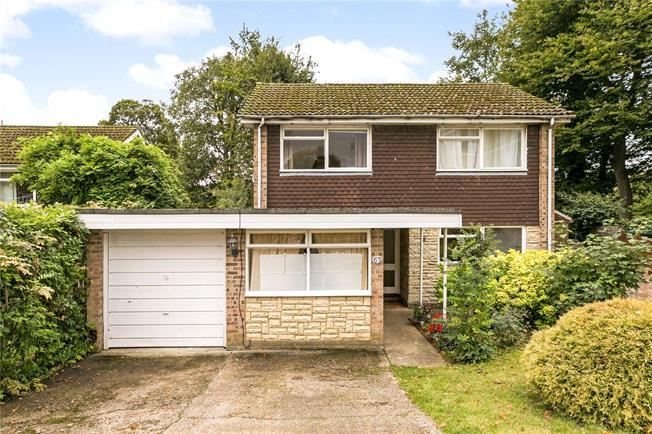 Guide Price £750,000, 4 Bedroom Detached House For Sale in Chorleywood, WD3