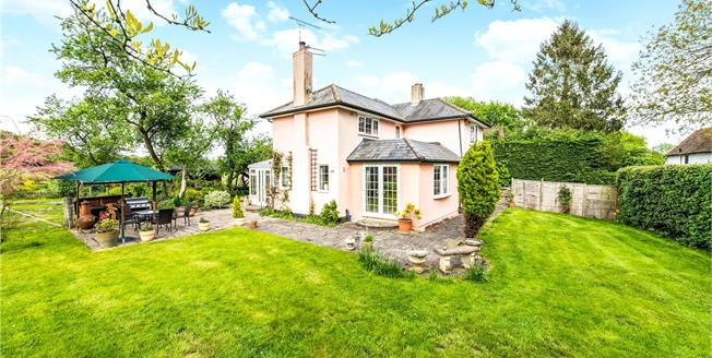Guide Price £1,100,000, 4 Bedroom Detached House For Sale in Hertfordshire, AL4
