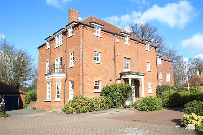Guide Price £495,000, 2 Bedroom Flat For Sale in St. Albans, AL3