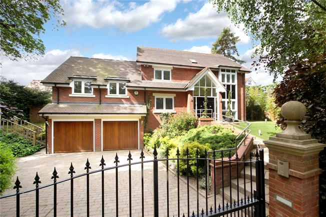 Guide Price £2,250,000, 6 Bedroom Detached House For Sale in St Albans, Hertfordshire, AL3