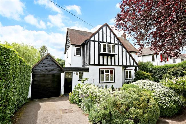 Guide Price £1,000,000, 5 Bedroom Detached House For Sale in Potters Bar, EN6