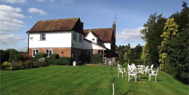 Guide Price £1,300,000, 4 Bedroom Detached House For Sale in St. Albans, Hertfordshire, AL2