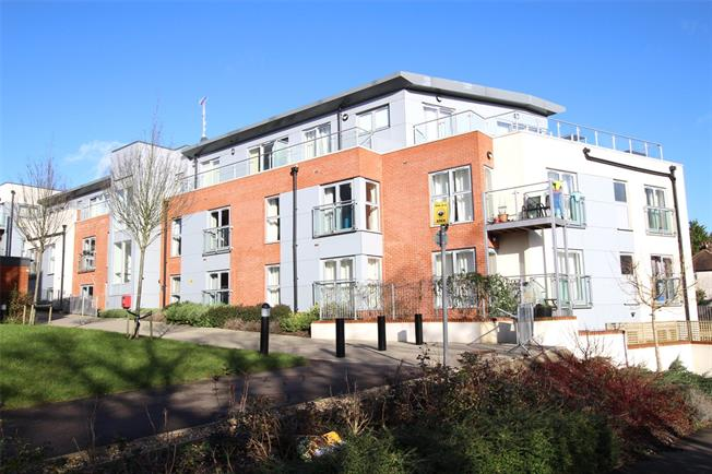 Guide Price £310,000, 1 Bedroom Flat For Sale in St. Albans, Hertfordshire, AL1
