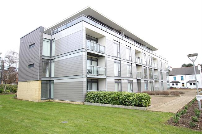 Guide Price £465,000, 2 Bedroom Flat For Sale in St. Albans, AL1