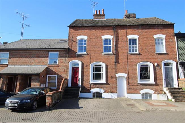 Guide Price £900,000, 3 Bedroom Semi Detached House For Sale in St. Albans, AL1