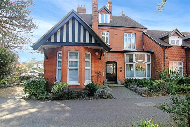 Guide Price £525,000, 2 Bedroom Flat For Sale in St. Albans, AL1