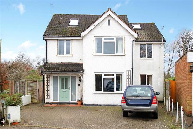 Guide Price £850,000, 4 Bedroom Detached House For Sale in St. Albans, AL4
