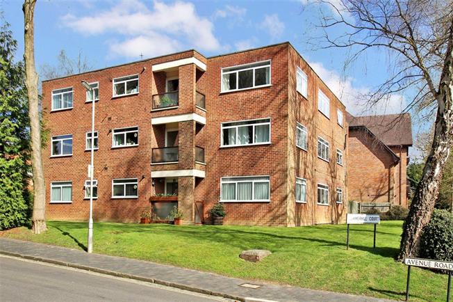 Guide Price £500,000, 3 Bedroom Flat For Sale in St. Albans, AL1