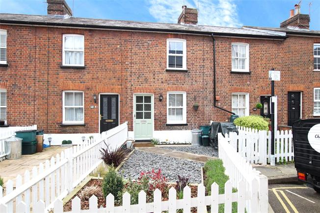 Guide Price £495,000, 2 Bedroom Terraced House For Sale in St. Albans, AL1
