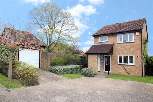 Guide Price £499,950, 3 Bedroom Detached House For Sale in St. Albans, AL4