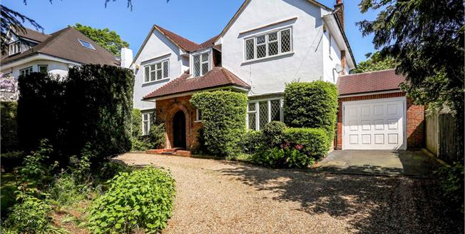 Guide Price £1,995,000, 4 Bedroom Detached House For Sale in St. Albans, AL1