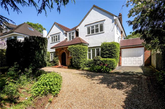 Guide Price £1,895,000, 4 Bedroom Detached House For Sale in St. Albans, AL1