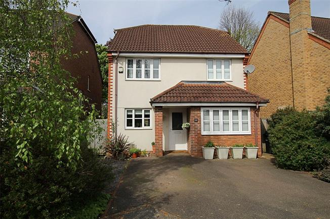Guide Price £685,000, 4 Bedroom Detached House For Sale in St. Albans, AL4