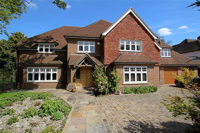 Guide Price £1,950,000, 6 Bedroom Detached House For Sale in St. Albans, AL1