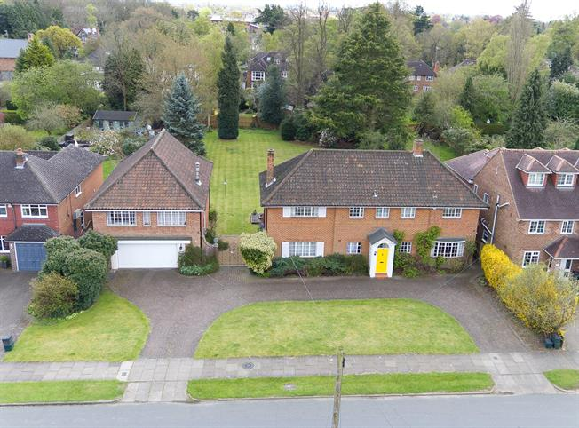 Guide Price £2,000,000, 5 Bedroom Detached House For Sale in St. Albans, AL1