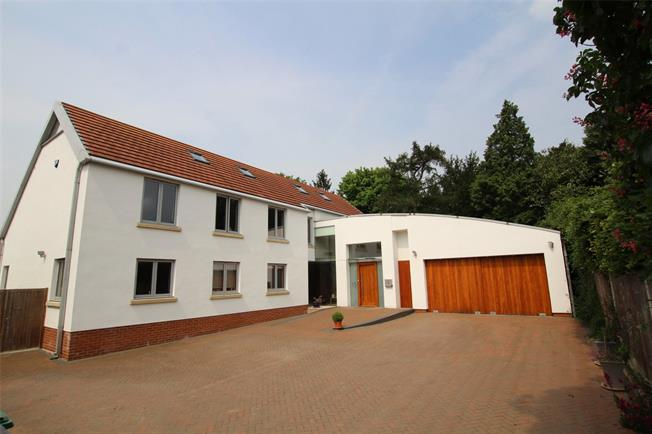Guide Price £1,750,000, 5 Bedroom Detached House For Sale in St. Albans, AL3