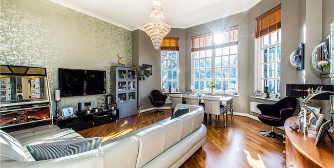 Guide Price £499,950, 2 Bedroom Flat For Sale in London Colney, AL2
