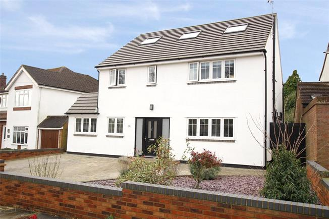 Guide Price £1,395,000, 5 Bedroom Detached House For Sale in St. Albans, AL3