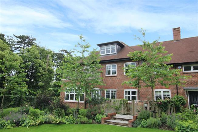 Guide Price £750,000, 4 Bedroom Flat For Sale in St. Albans, AL3