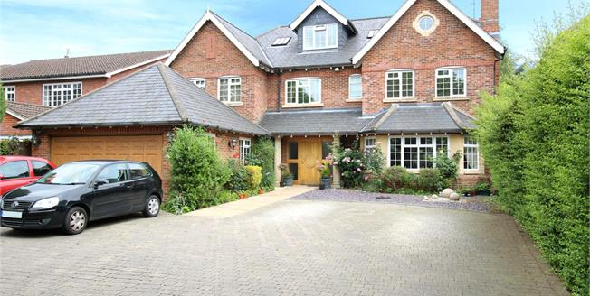 Guide Price £1,650,000, 5 Bedroom Detached House For Sale in St. Albans, AL1