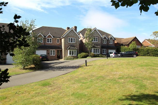 Guide Price £1,195,000, 4 Bedroom Detached House For Sale in Hertfordshire, AL1
