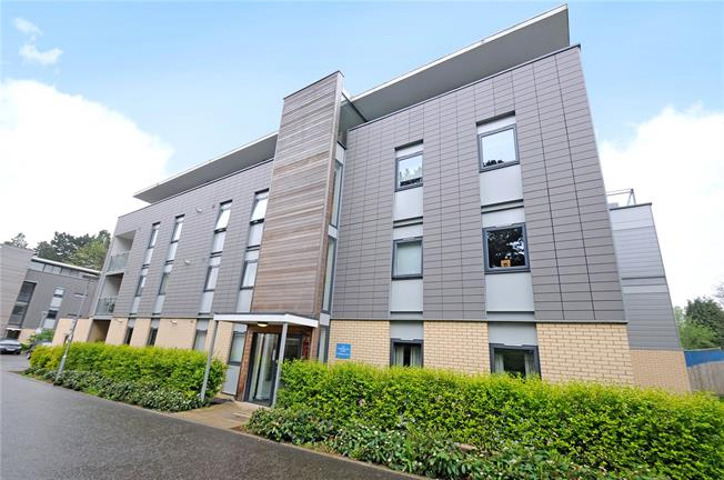 Guide Price £485,000, 2 Bedroom Flat For Sale in St. Albans, AL1