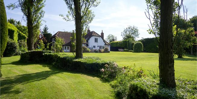 Guide Price £1,135,000, 4 Bedroom Detached House For Sale in Bedfordshire, LU6