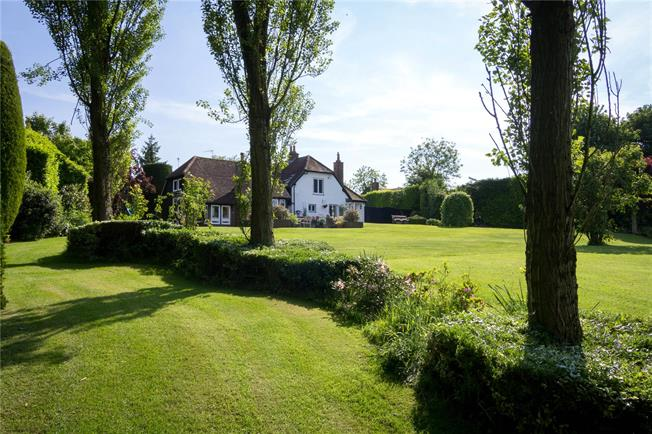 Guide Price £1,135,000, 4 Bedroom Detached House For Sale in Kensworth, LU6
