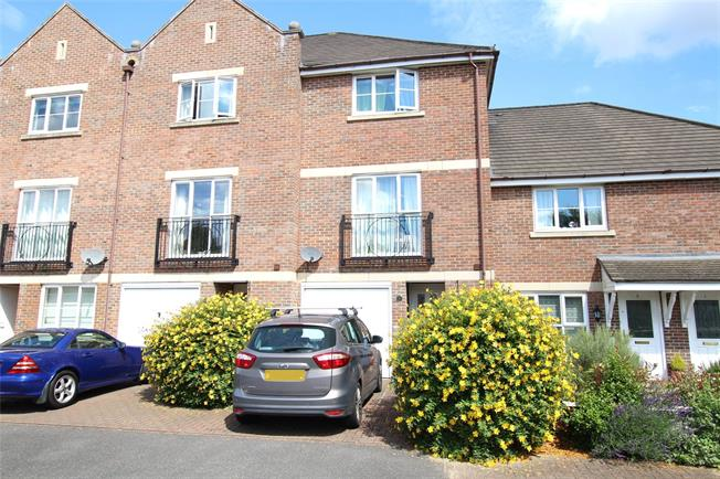 Guide Price £550,000, 3 Bedroom Terraced House For Sale in St. Albans, AL4