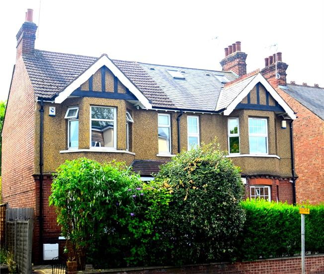 Guide Price £575,000, 3 Bedroom Semi Detached House For Sale in St. Albans, AL1