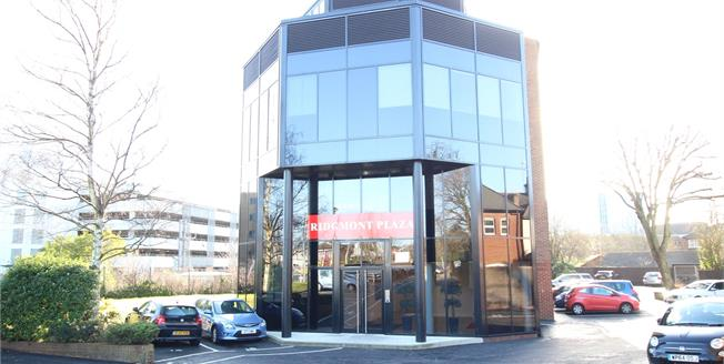 Guide Price £367,500, 2 Bedroom Flat For Sale in St. Albans, Hertfordshire, AL1