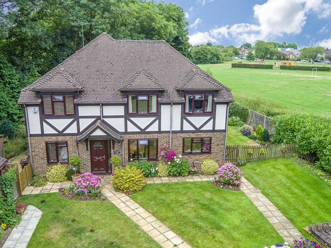 Guide Price £1,450,000, 5 Bedroom Detached House For Sale in St. Albans, AL3