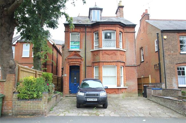 Guide Price £550,000, 2 Bedroom Flat For Sale in St. Albans, AL1