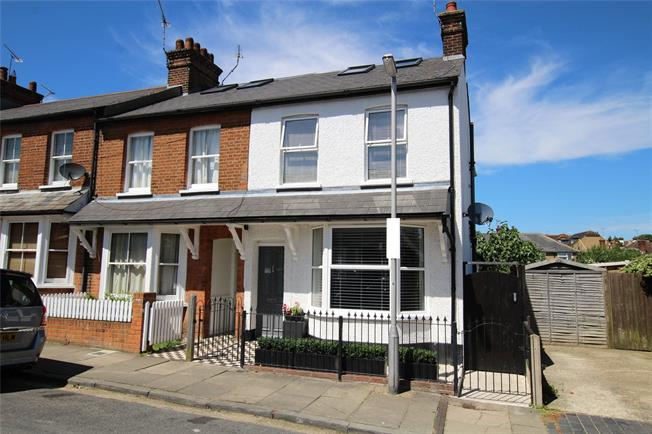 Guide Price £825,000, 4 Bedroom Semi Detached House For Sale in St. Albans, AL1