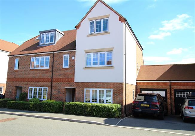 Guide Price £895,000, 4 Bedroom Semi Detached House For Sale in St. Albans, Hertfordshire, AL3
