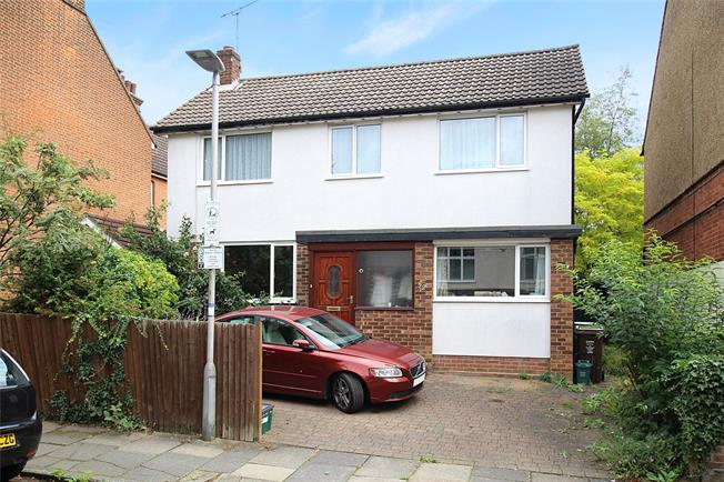 Guide Price £850,000, 4 Bedroom Detached House For Sale in St. Albans, AL3