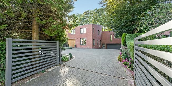 Guide Price £1,600,000, 5 Bedroom Detached House For Sale in Hertfordshire, AL6