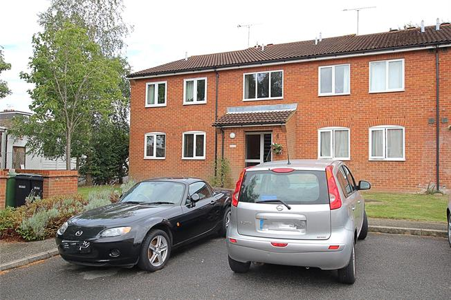 Guide Price £230,000, 1 Bedroom Flat For Sale in St. Albans, Hertfordshire, AL1