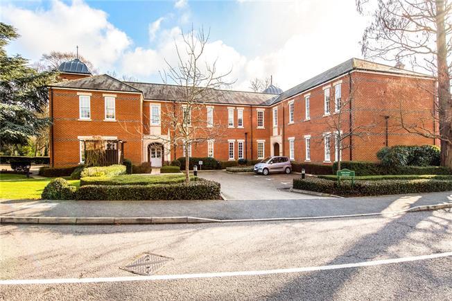 Guide Price £530,000, 2 Bedroom Flat For Sale in St. Albans, Hertfordshire, AL2