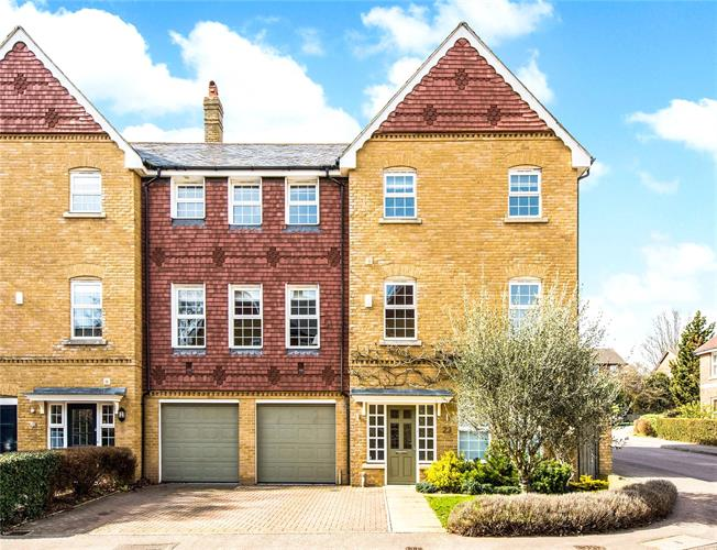 Guide Price £1,299,950, 4 Bedroom Semi Detached House For Sale in Hertfordshire, AL3