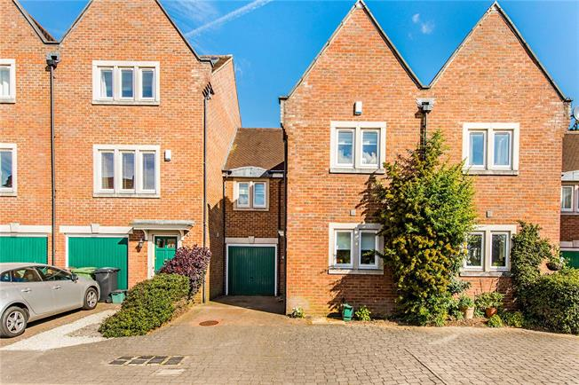 Guide Price £699,950, 3 Bedroom Terraced House For Sale in St. Albans, AL1