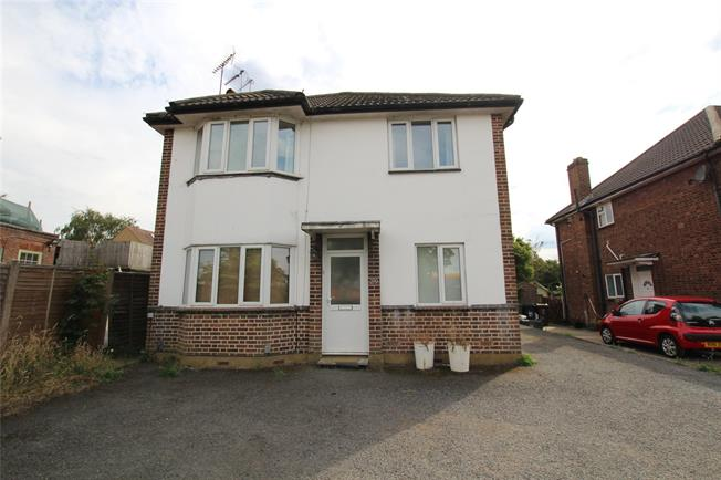 Guide Price £580,000, 2 Bedroom Flat For Sale in St. Albans, AL3